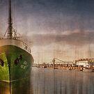 Bremerhaven, Trawler Gera by Photofreaks