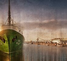 Bremerhaven, Trawler Gera by Photofreaks