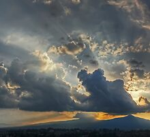 ©HCS Sunshine Between Cumulonimbus Castellanus II by OmarHernandez