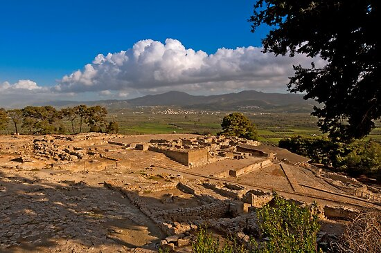 Phaistos archaeological site in Crete by Konstantinos Arvanitopoulos