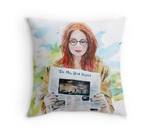 Doctor Who: Pond in the park Throw Pillow