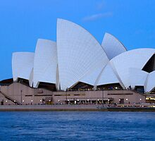 sydneys opera house  by milena boeva