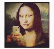 Mona Selfie! T-Shirt