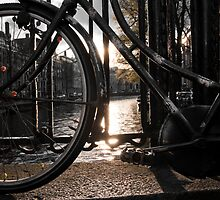Bicycle on brigde, Amsterdam by mattijs