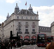 Piccadilly Circus  by magiceye