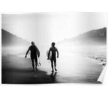 Surfers bond Poster