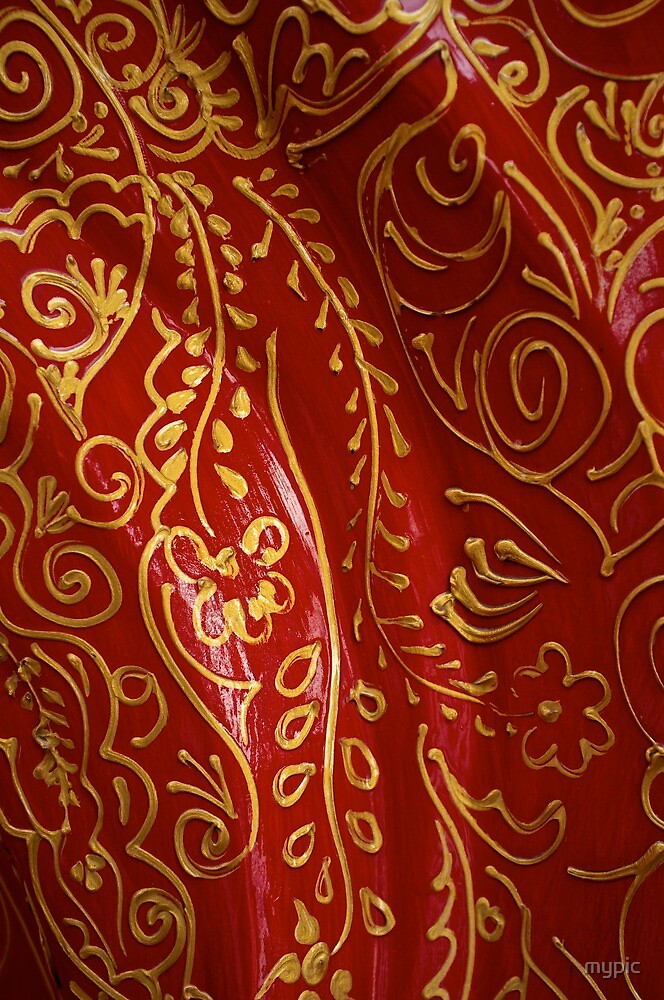 Red and Gold- Dubai by mypic