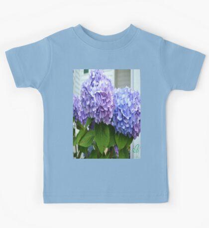 blue & purple flowers Kids Tee