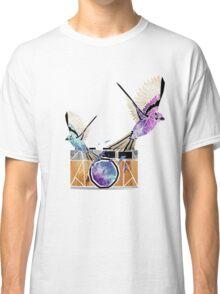 le petit oiseau va sortir! Classic T-Shirt