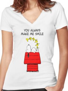 Snoopy Smiling Women's Fitted V-Neck T-Shirt