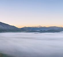 Dawn at Castelluccio di Norcia. Panorama di nebbia sul Piano Grande by Andrew Jones