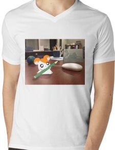 Hamtaro on my desk Mens V-Neck T-Shirt