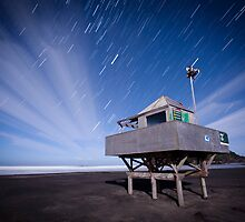 Bethells Startrails  by Brian Lai