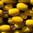 Yellow floats (yes it does) by Javimage