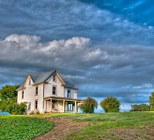 Abandoned Farm House by Joe Jennelle