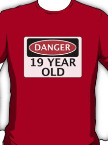 DANGER 19 YEAR OLD, FAKE FUNNY BIRTHDAY SAFETY SIGN T-Shirt