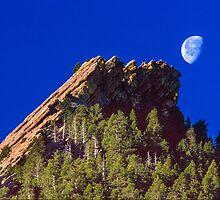 First Flatiron Moonset by nikongreg