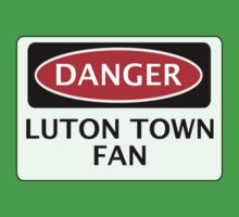 DANGER LUTON TOWN FAN, FOOTBALL FUNNY FAKE SAFETY SIGN Kids Tee