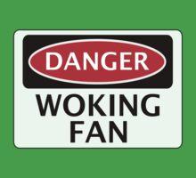 DANGER WOKING FAN, FOOTBALL FUNNY FAKE SAFETY SIGN Kids Tee