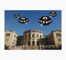 Aliens invade Oslo Kids Tee