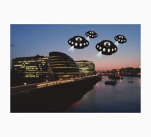 Aliens attack City Hall London by funkyworm