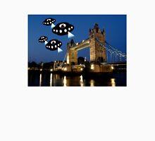 Aliens attack Tower Bridge London Unisex T-Shirt