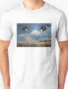 Aliens attack the London Eye T-Shirt