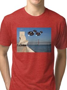 Aliens invade Lisbon Tri-blend T-Shirt