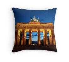 Berlin, Brandenburger Tor Throw Pillow