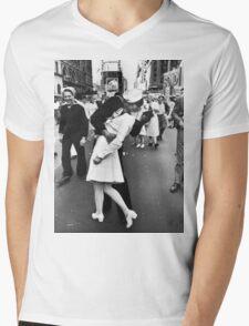 Times Square V/J-Day Kiss Mens V-Neck T-Shirt