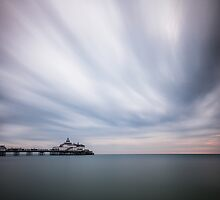 Eastbourne pier - 10minute exposure by willgudgeon