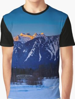 Winter sunrise mount Begbie  Graphic T-Shirt