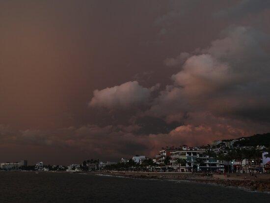 the dark side of a sunset - el lado oscuro de una puesta del sol by Bernhard Matejka