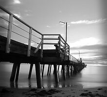 Black and White Pier by pearloil