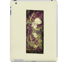 Antique Look Print of Pretty Sweet Pea flowers iPad Case/Skin