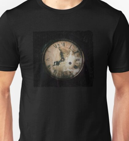 Antique Feel Photograph of an Eerie Clock Face Unisex T-Shirt