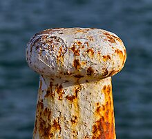 BURGHEAD - RUSTY BOLLARD by JASPERIMAGE