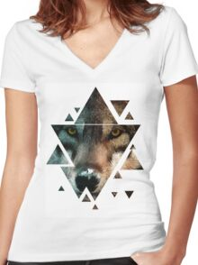 Animal Art - Wolf Women's Fitted V-Neck T-Shirt