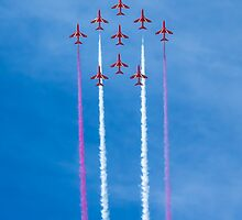 Red Arrows vertical flight by Paul Madden