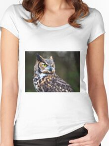 Great Horned Owl Close Up Women's Fitted Scoop T-Shirt