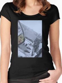 THE LOOKER Women's Fitted Scoop T-Shirt