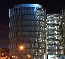 building with  glass at night by mrivserg