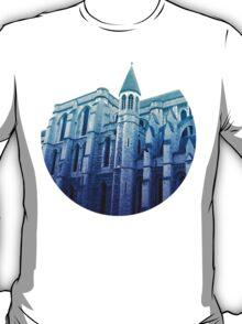 london church, in blue T-Shirt