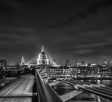 St pauls and Millennium Bridge by Ian Hufton