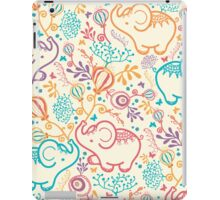 Elephants with bouquets pattern iPad Case/Skin