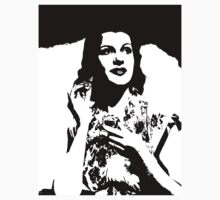 Rita Hayworth Puts On Perfume by Museenglish