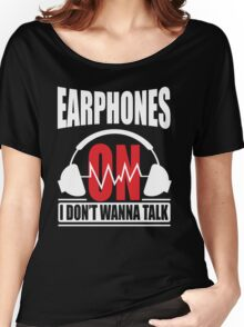 Earphones on I don't wanna talk Women's Relaxed Fit T-Shirt