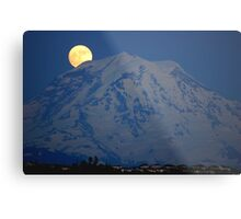 MOON OVER MT. RAINIER IN WASHINGTON STATE Metal Print