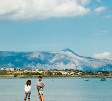 Couple looking for crab, by Jip v K