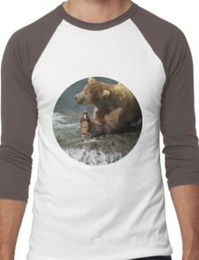 Bear catching beer in a river (Round) Men's Baseball ¾ T-Shirt